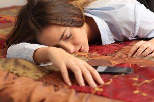nő_fáradt_okstelefon